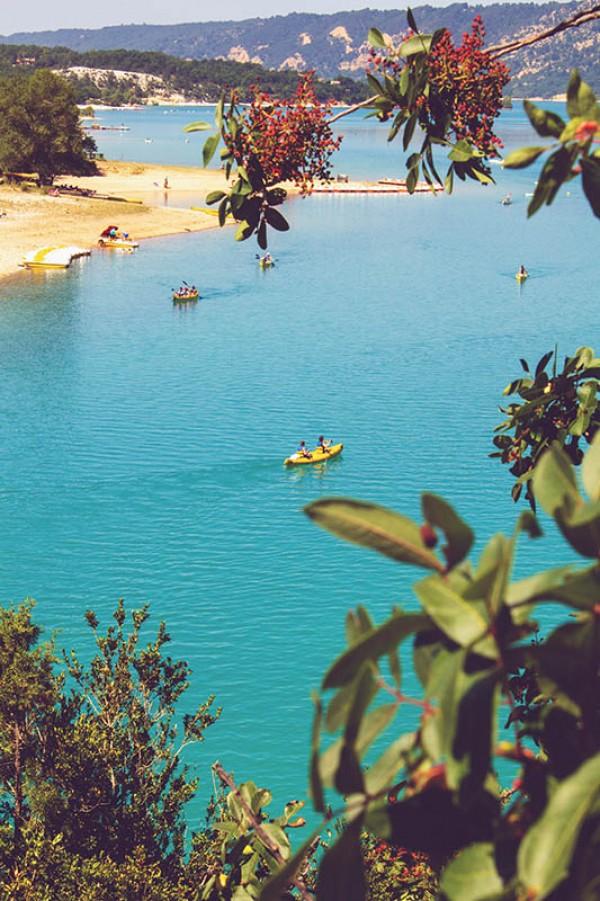 Gorges du Verdon in der Provence - Blick auf den Lac de Saint-Croix